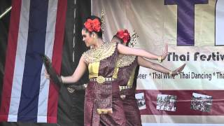 Fan dance รำพัด - Thai Festival, Ealing Common 29th July 2012 (day 2)