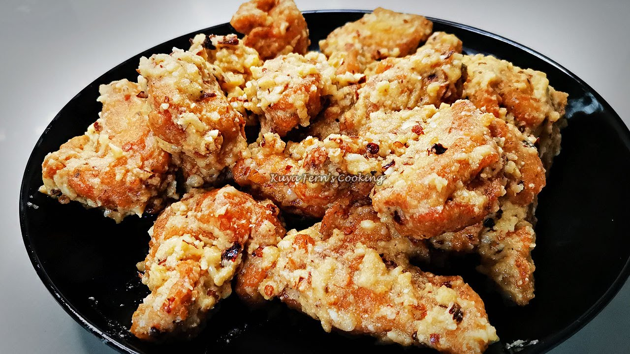 HOW TO MAKE THE EASIEST CRISPY GARLIC PARMESAN CHICKEN WINGS RECIPE!!!