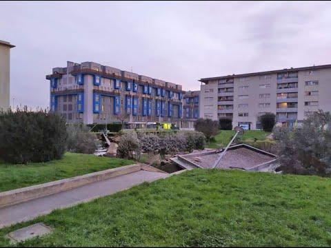Se desploma el parque infantil de la calle Tomás y Valiente bajo la mirada atónita de sus vecinos