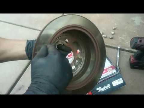 Toyota Highlander Rear Brake Pad & Rotor Replacement