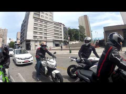 Z750 Diabo verde saindo de São Paulo rua augusta