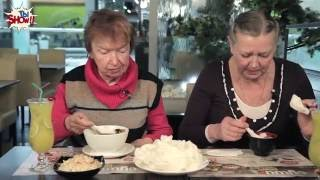 БАБУШКИ впервые едят СУШИ. РЕАКЦИЯ БАБУШЕК на суши - ТыSHOW