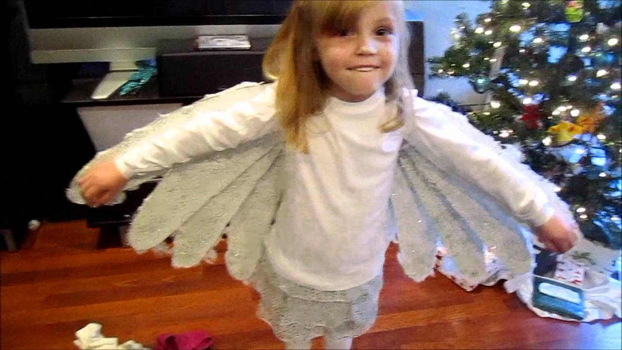 Demo of giannas christmas dove costume with movable wings youtube solutioingenieria Image collections