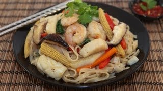 Stir-fried Seafood Rice Noodles (hu Tieu Xao Do Bien)