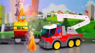 Машинки. Мультик про машинки. Пожарные машины и горящий вагон.(Развивающий мультфильм про машинки для детей! Однажды пожарная машина встретила на дороге легковую машинк..., 2015-08-18T17:35:11.000Z)