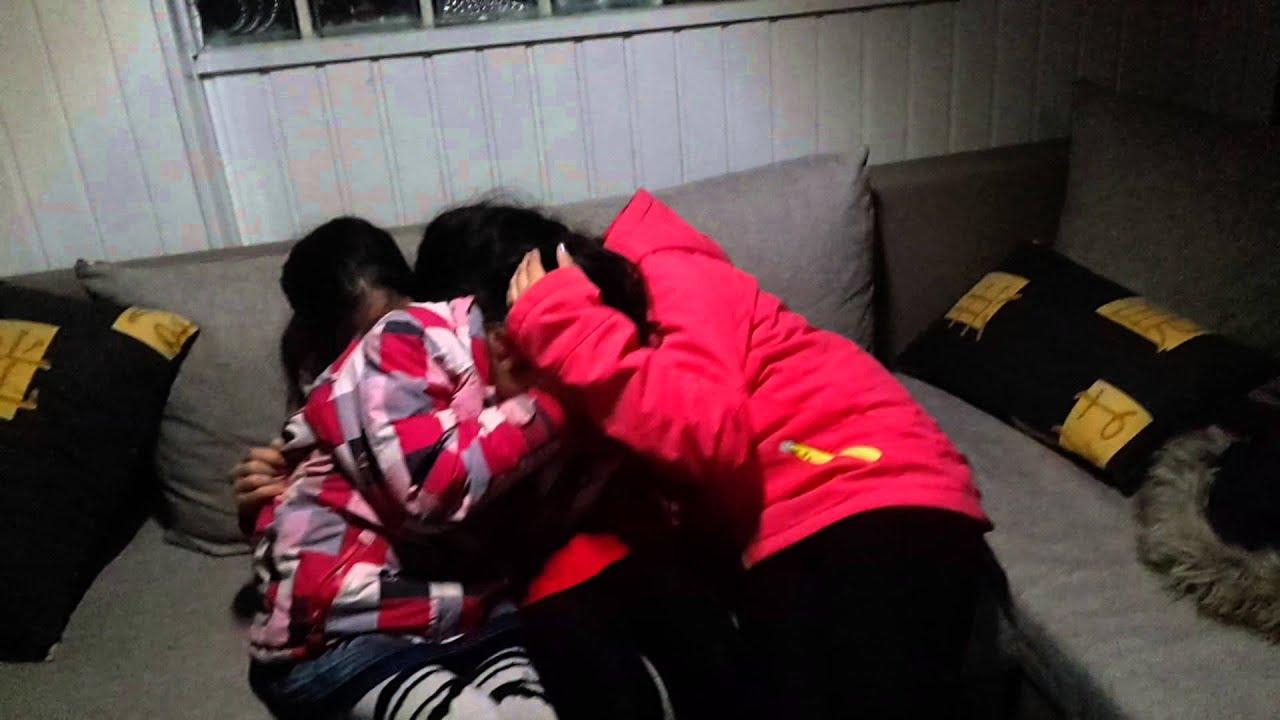 Drei Girls Stehen Schlange Und Wollen Blasen