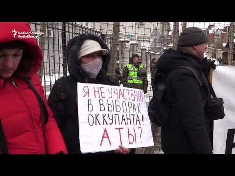 Ukrainian Nationalists Protest Outside Russia's Embassy, Consulate