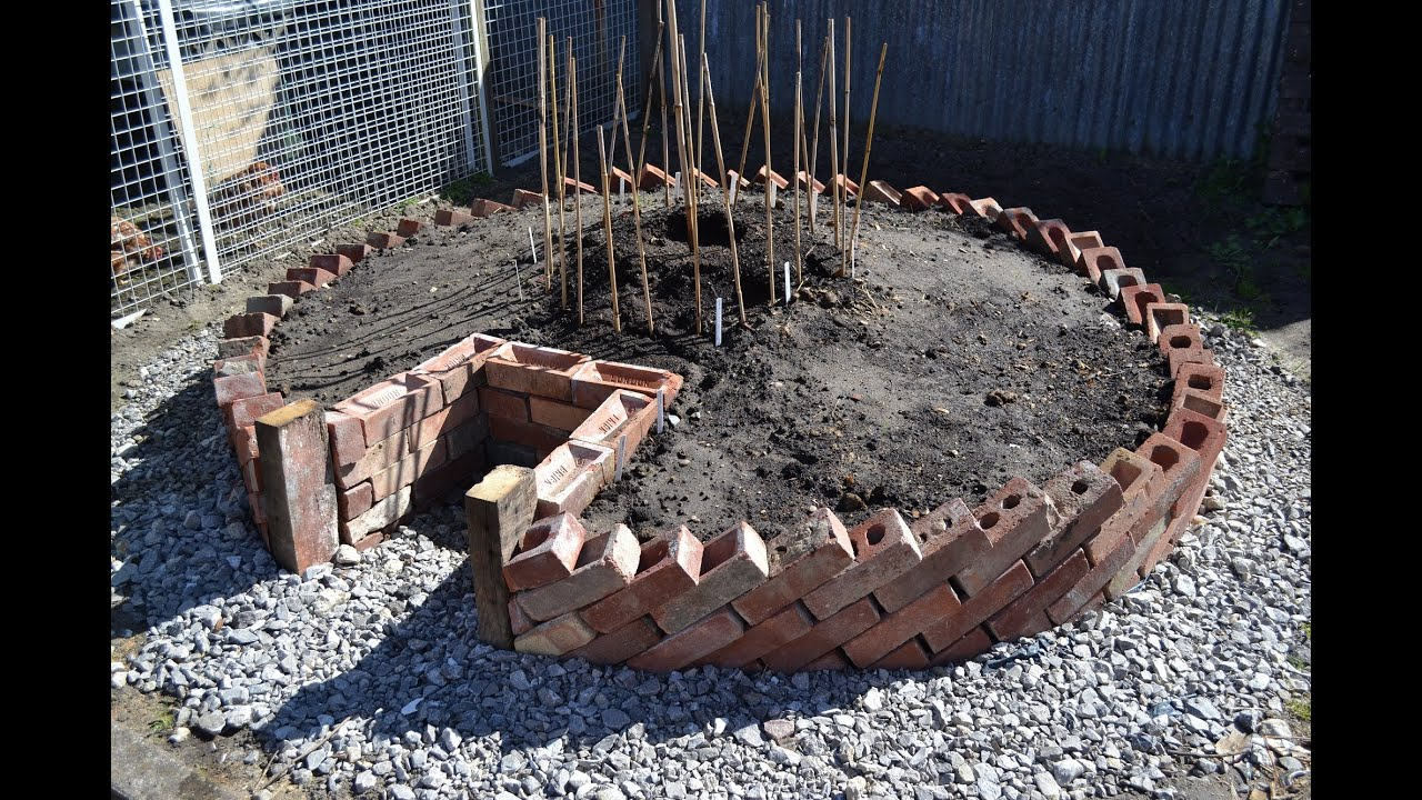 keyhole garden how to build a keyhole garden raised bed vegetable patch youtube