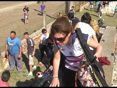 Video: dos madres se trenzaron en un encuentro deportivo infantil