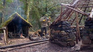 BUSHCRAFT OVERNIGHT CAMP | Craḟting Essential Tools for All-natural Thatch Roof