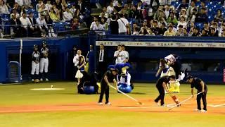 2018/5/1神宮球場(ヤクルトvs中日)5回裏終了後、つば九郎対ドアラの...