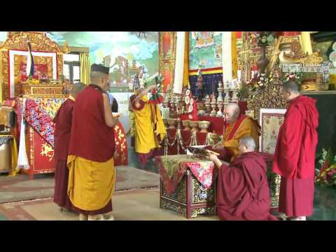 17th Gyalwang Karma performs Long Life Offering to Kenchen Thrangu Rinpoche
