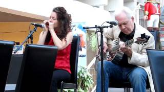 """Paul Rishell & Annie Raines """"Got to fly"""""""