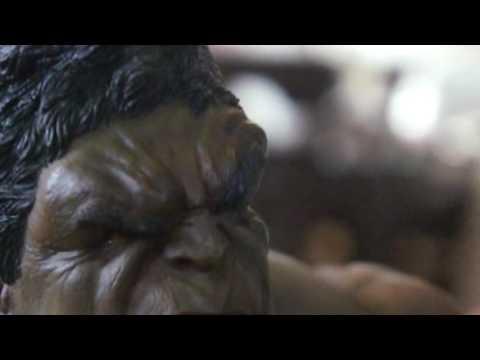 Wolverine Vs Hulk diorama  sculpted by aaron reyes perez