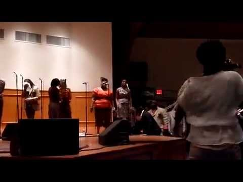 LeAndria Johnson, Nikki Ross, and Rhonda McLemoore sing