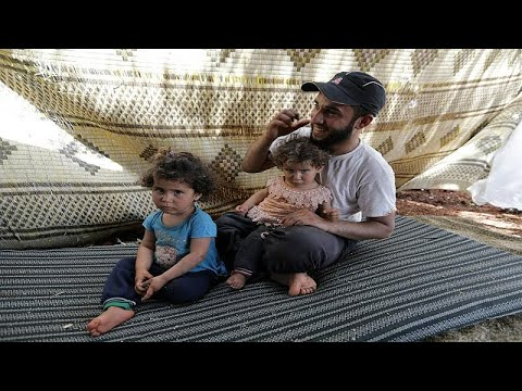 فيديو: أسرة سورية تجتاز الأراضي الزراعية سيرا على الأقدام فرارا من هجمات إدلب…  - نشر قبل 33 دقيقة