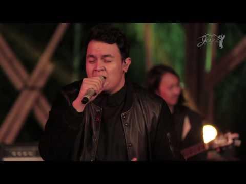 Tulus - Jangan Cintai Aku Apa Adanya (Live at Jazz Gunung 2015)