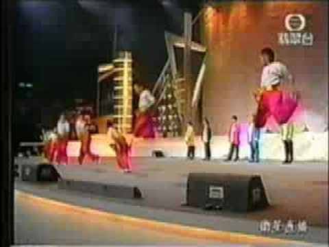 Jackie Chan, Sammo Hung, Yuen Biao and the rest of the Seven Little Fortunes Performed at Handover Ceremony