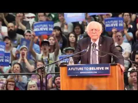 Bernie Sanders Attacks Hillary For Supporting Iraq War