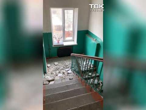 В Красноярске на ул. Мичурина рушится потолок