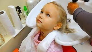 Новая причёска Алисы Детская парикмахерская Мими Лисса сделала причёску и укладку(Новая причёска Алисы Детская парикмахерская Мими Лисса сделала причёску и укладку https://youtu.be/SqvYQDgkTS4 Мой..., 2016-10-30T07:34:07.000Z)