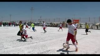 فتى سوري في مخيم الزعتري حصل على 13 ميدالية ذهبية في كرة القدم