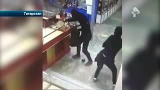 В Татарстане грабителям всего за полминуты удалось обчистить ювелирный магазин