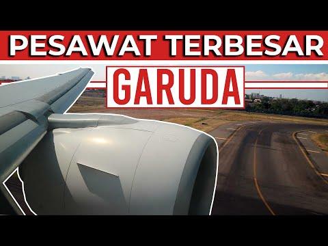 Garuda Indonesia Boeing 777-300ER Landing Di Bandara Juanda