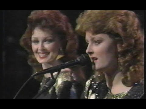 Girls' Night Out - The Judds