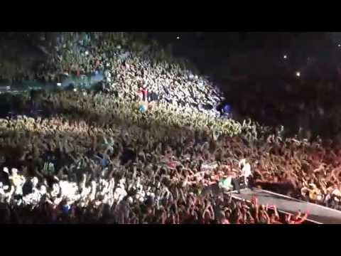 """Depeche Mode - 130 mila hands in the air """"Never let me down again"""" Berlin O2 World 27/11 2013"""