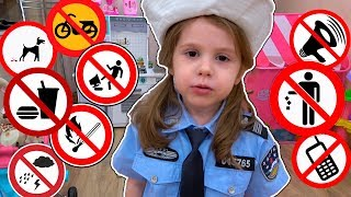 Eva in the police to play and teach the rules of kids