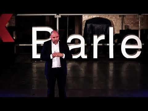 La curiosità ci porterà lontano: la nuova economia dello spazio | Raffaele Mauro | TEDxBarletta