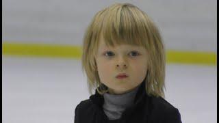 Евгений Плющенко работает со своей младшей группой спортсменов ч 1