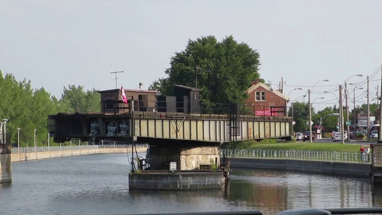 bridge quebec Swinging