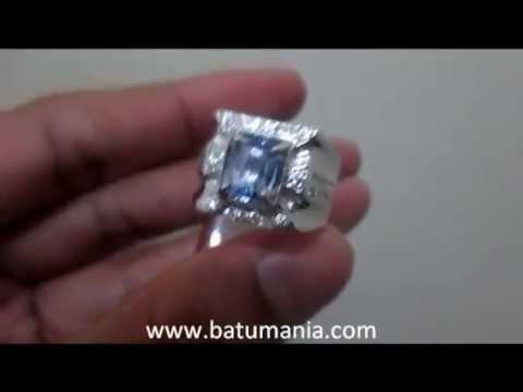 silver-diamond-engagement-rings