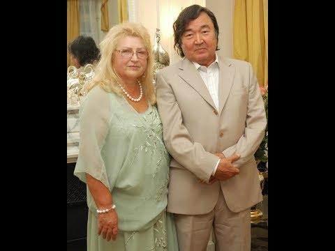 Известные казахи, женившиеся