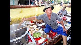 THAI STREET FOOD, FLOATING MARKET THAILAND, A MAN PREPARES A NOODLE SOUP ON A BOAT, Damnoen Saduak