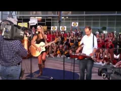 Ali Dee performs World's Gone Crazy on WFAA's Daybreak