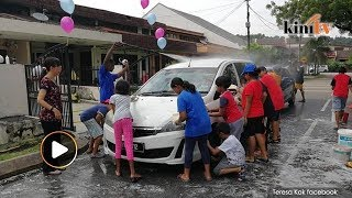 Video Kids wash cars to raise funds for Tabung Harapan download MP3, 3GP, MP4, WEBM, AVI, FLV Agustus 2018