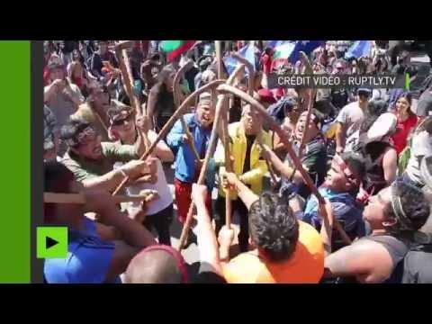 Chili : une manifestation pacifique de la population autochtone dispersée avec des canons à eau