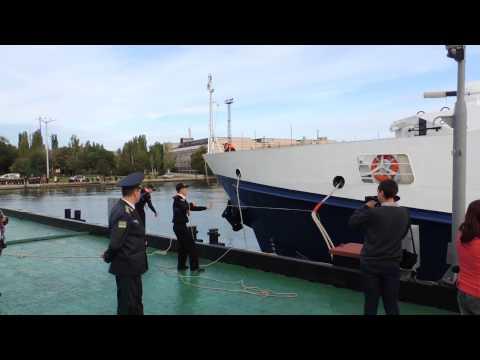 Российский корабль береговой охраны «Жемчуг» пришвартовался у морвокзала Керчи