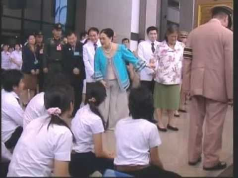 3OCT10 THAILAND ; Her Majesty Queen Regent Sirikit Proceeds To Leave Chulalongkorn Hospital