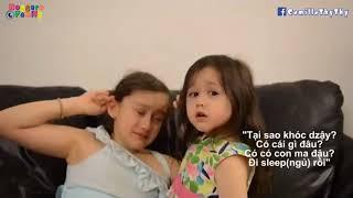 Chị gái đi học xa khóc thút thít, bé gái lai Thụy Sĩ dỗ dành cực đáng yêu