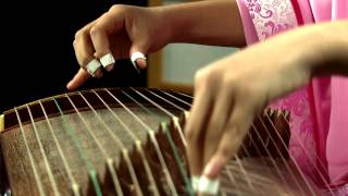 "Traditional Chinese Music: Guzheng Performance of ""Autumn Moon Above Calm Lake"""
