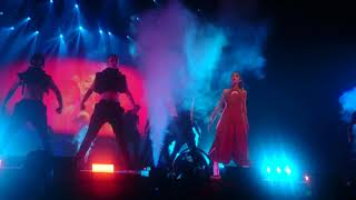 Into you - Ariana Grande - Live at Dangeous Woman Tour in Tokyo 2017