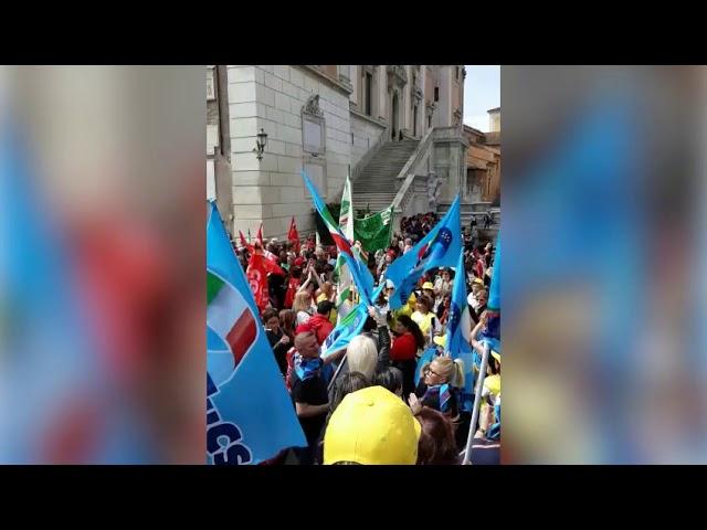 Sindacati in presidio in Campidoglio, gara mense scolastiche da annullare.