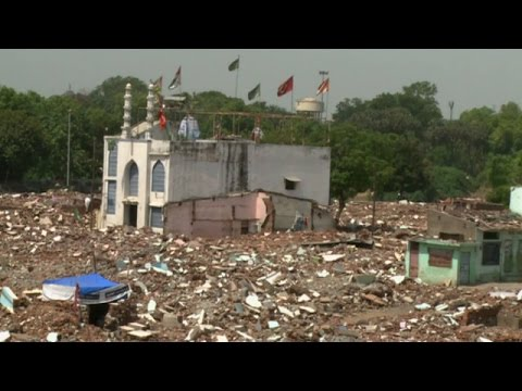 India:Thousands of Muslims displaced in Gujarat.