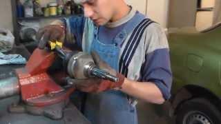 видео Тема: Замена пыльника наружного шруса своими руками.