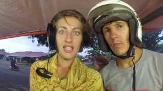 FlypengsTV /Путешествие по Индонезии. Часть 8.(Видео-блог о жизни и путешествиях FlypengsTV: http://www.youtube.com/user/FlypengsTV ОПИСАНИЕ ВИДЕО: Два дня на скутерах вокруг..., 2015-10-01T07:28:59.000Z)