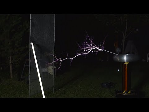 I made a MUSICAL TESLA COIL ! (EN subs available)